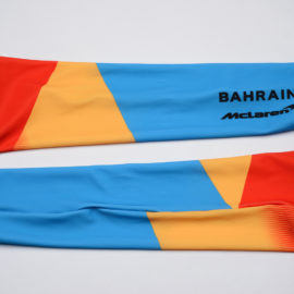 Cyklistické návleky na ruce Bahrain McLaren 2020 reálná fotografie