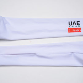 Cyklistické návleky na ruce UAE Team Emirates 2020 reálná fotografie